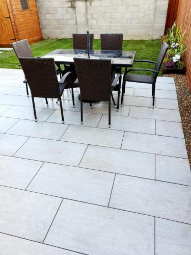 Vals-Silver-40x80x2cm-Porcelain-Installed-By-Agora-Outdoor-Solutions