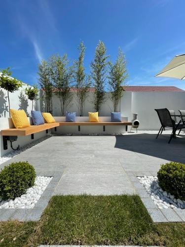 Vals-Silver-Porcelain-Installed-By-Agora-Outdoor-Solutions