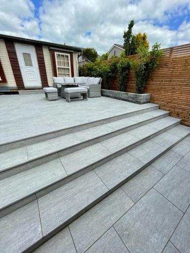 Vals-Silver-Porcelain-Used-for-Paving-To-Create-Steps-Supplied-By-Natural-Stone-Yard-Installed-By-Agora-Outdoor-Solutions