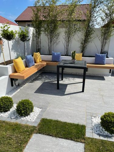 Vals-Silver-Porcelain-White-Marble-Chippings-Installed-By-Agora-Outdoor-Solutions