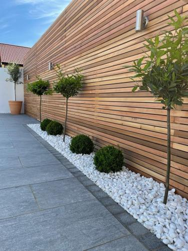 White-Marble-Chippings-Used-In-Flower-Beds-Installed-By-Agora-Outdoor-Solutions