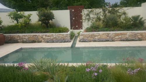 Menya Egyptian Limestone In Bloom Show garden