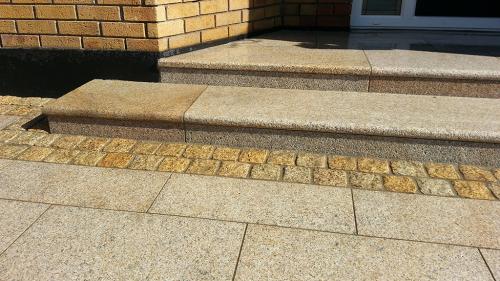 Gold Granite Steps & Riser Set & Gold Granite Paving